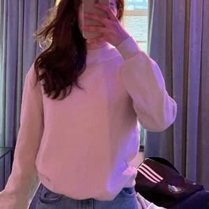 Säljer denna beiga sweatshirten som jag köpte hör på Plick men har inte använt