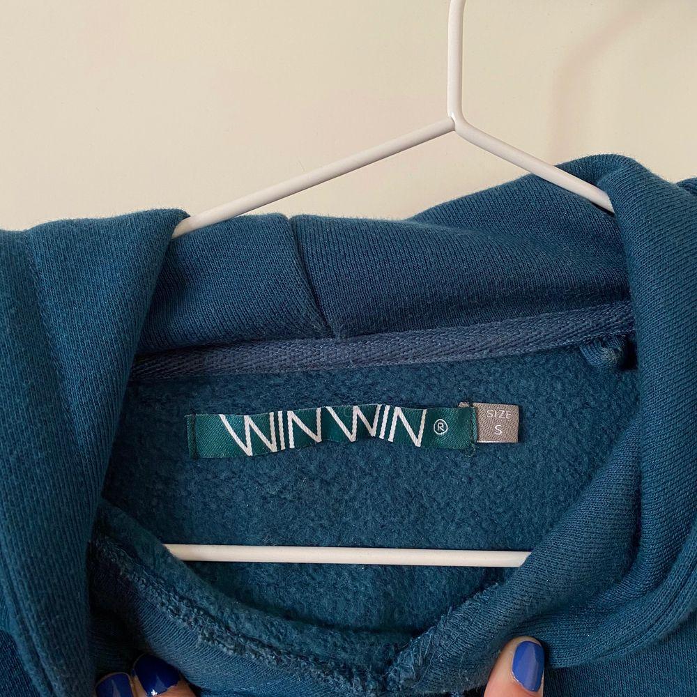Grön/blå hoodie från carlings, herravdelningen. Nypris 400kr, säljer för 150kr plus frakt.. Huvtröjor & Träningströjor.
