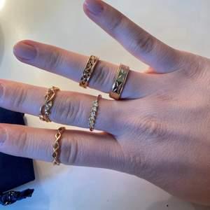 Säljer dessa ringar som är ifrån hm och glitter