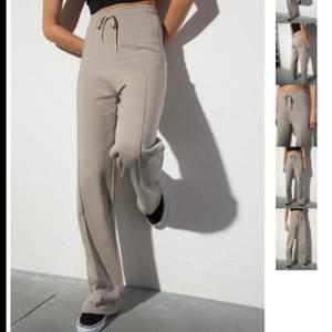 säljer nu dessa beigea sweatpants, Ida Carlssons kollektion med Madlady. Storlek Xs men passar S lika bra💕💕köparen står för frakten!