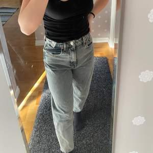 Ett par jeans från Zara, aldrig använda