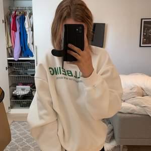 Sweatshirt från Gina, storlek M, super snygg, oversize