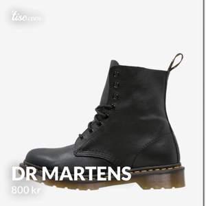 Säljer ett par Dr martens i mjukare material. Köpt för 1800kr. Använd endast under en vinter och kommer i bra skick. Bilder kan skickas om det önskas.