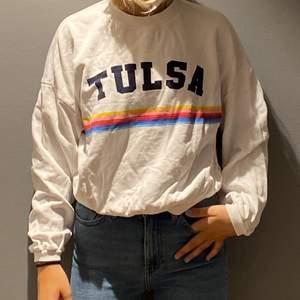 Älskade denna, va min absoluta favorit tröja, men ja har tyvärr växt ut... den är så himla fin