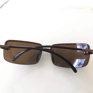 Begagnade äkta Ray-Ban solglasögon som endast är använda 1-2 tillfällen av mig och är i väldigt bra skick. Inköpspris drygt 1000kr. Fodral tillkommer ej. Hör av er om ni undrar något 🌼