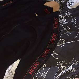 Hugo bosss tröja i fint skick inga hål skador, har inte används så mycket och därav säljer jag tröjan