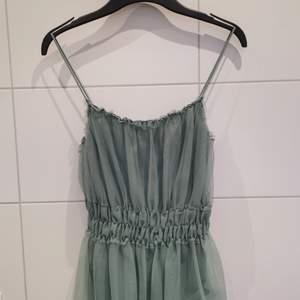 Linne i färgen mintgrön från H&M i storlek S. Använd 3-4 gånger. Så söt och skön! 💚 Frakt tillkommer 💕