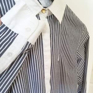 Oanvänd skjorta fel  Stockholm LM, MQ.  Snygga detaljer med en guldknapp högst upp och broderat märke.   Kan mötas upp i Huddinge, Älvsjö, Årsta, Globen & Västberga