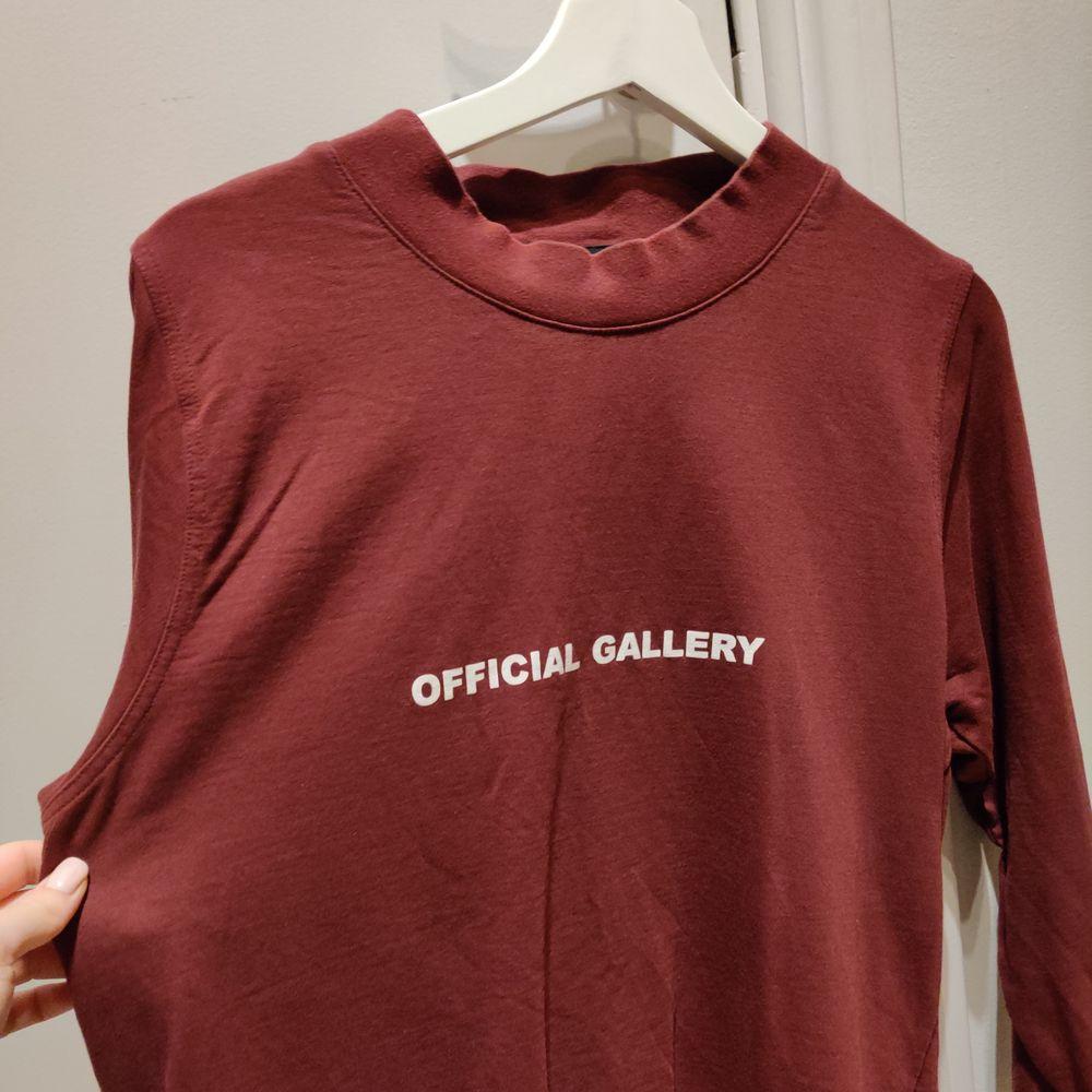 Tröja från official gallery, sparsamt använd! . Tröjor & Koftor.