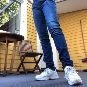 Skinny, lowwaist jeans från Diesel, sköna och stretchiga🦋   Säljer då de är för stora på mig   storlek waist31, length34   Fraktkostand på 63kr tillkommer