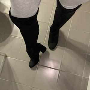 Ett par skor jag fick men aldrig använde därför att jag inte är bekväm med att går inte i klackar dom är dock väldigt fina