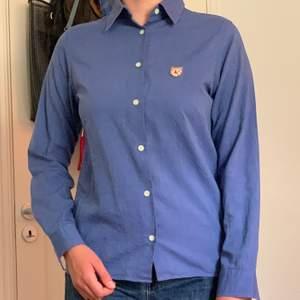 Äkta Tiger Of Sweden skjorta. Fin blå färg. Fint material och väldigt bra skick!