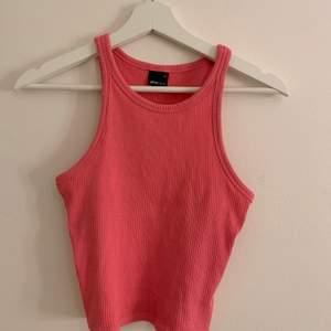 Neon rosa tröja från ginatricot, kommer inte ihåg hur mycket den kostade men jag säljer för 50kr, är fint skick och inte använd så många gånger, frakt inkommer
