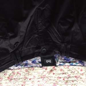 Säljer par snygga D&G kostymbyxor använda par gånger super sköna färgen är svart. Kan prata om priset!