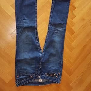 Snygga True religion jeans i toppskick, hör gärna av dig för mer bilder!