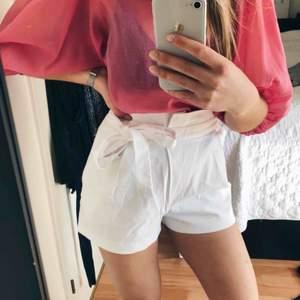 Shorts från Zara som knyts i midjan, storlek S.