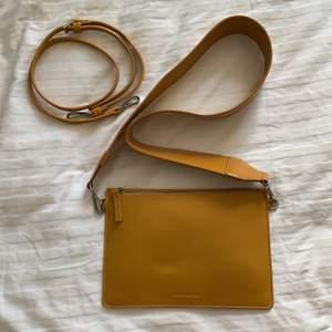 Fin väska från Carin Wester, två axelband ingår. Mycket sparsamt använd och i fint skick!