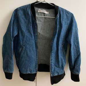 jeansjacka från american apparel, knappt använd. nypris 1000+kr