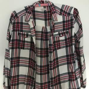 Skjorta från river island