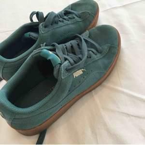 Gröna puma sneakers i mycket gott skick! Näst intill oanvända. Priset går att diskutera🥰