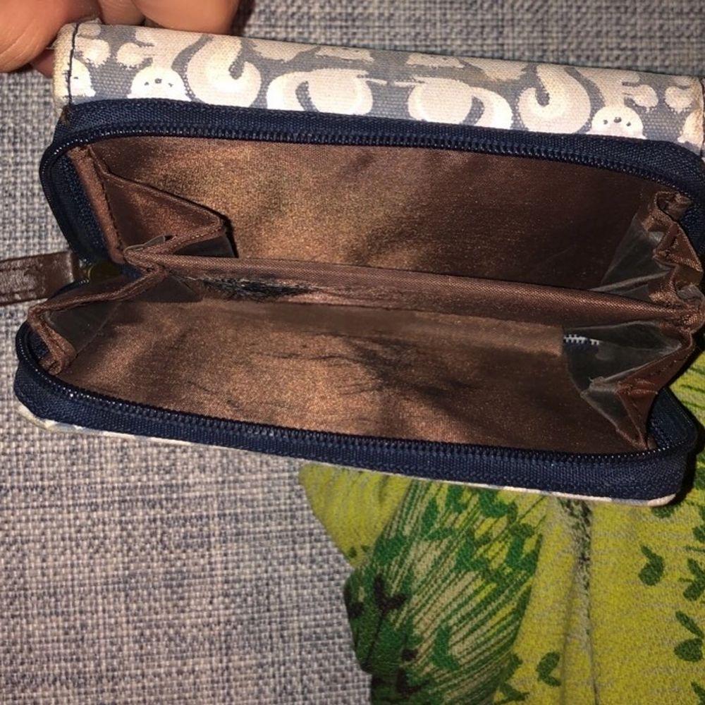 Säljer min söta plånbok då jag använder en annan! Köpt på butiken Claries🧡Köpt för 249kr om jag minns rätt! . Accessoarer.