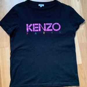 T shirt från Kenzo, använd fåtal gånger. Passar st xs/s. Köpt på NK i Göteborg