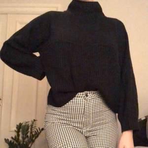 Superskön stickad tröja från monki. Köparen står för frakt:)