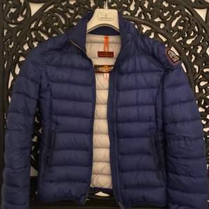 Blå parajumper jacka, köpt för :4000kr! Välldigt bra pris