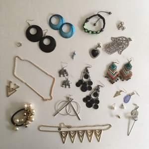 0-5kr vid köp av annat (ej smycken/solglasögon)!!! Vid separat frakt, skriv för pris 🌷 andra bilden en close-up på mindre objekt/ singelörhängen. Kan även göra om vissa smycken efter önskemål, t.ex längd, örhängen till halsband eller vice versa (: