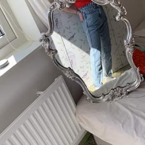 Säljer mina highwaisted mom Jeans. Storlek 36. Fint skick. Köparen står för frakten 🤍