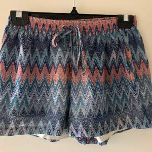 DRY LAKE shorts i storlek S.