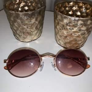 Knappt använda coola glasögon!