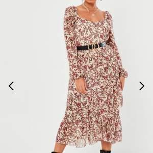 Säljer denna superfina klänning från Missguided då jag fick hem fel storlek & det är krångligt att returnera. Frakt ingår i priset 🌸