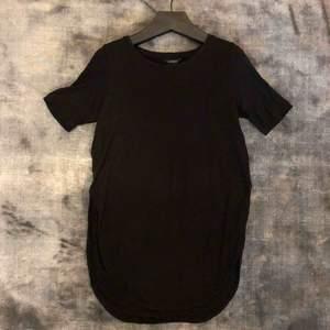 Länge t-shirt med hög slits på båda sidorna 🌹