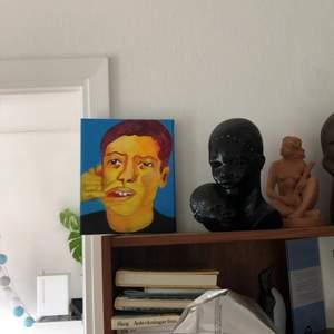 Målar mestadels olika ansikten i lite roliga färger och format :)