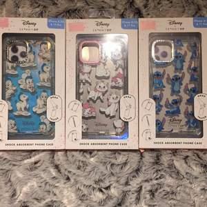 Superfina & söta mobilskal av Disney x Skinnydip. Till iPhone 11 pro/iPhone X/ Iphone XS. De är helt nya och oanvända pga fel storlek. De är anti-slip, scratch resistant & shock absorbent, så riktigt tåliga💪🏻 Köpta för 700kr. 100kr st🤩 Uppdatering: skalet med katten marie är såld.