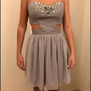 Säljer denna klänning i storlek 36, köparen står för frakt ✨