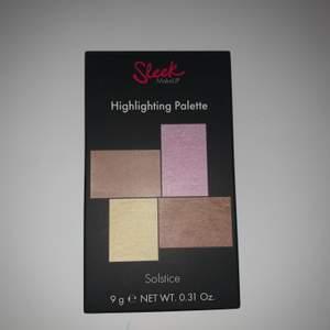 Oanvänd palett med tejpen kvar från sleek