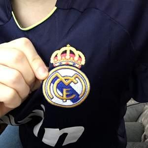 Bwin adidas Real Madrid t shirt!! Så cool är denna, med en broderad real Madrid logga på framsidan. Såklart äkta. Kontakta vid frågor  <3