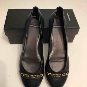 Nya, aldrig använda Vagabond ballerina i äkta läder. Så otroligt snygga och kan användas till allt!  För små för mig :((