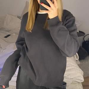 Basic Sweatshirt i nyskick, passar xs-s (gråbrun färg)