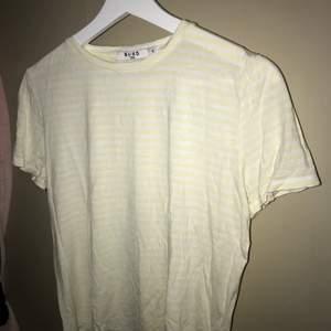 Randig T-shirt från nakd i storlek S💗