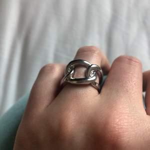 Ring i rostfritt stål köpt på plick men den är tyvärr fel storlek för mig! Väldigt fint skick👍🏻