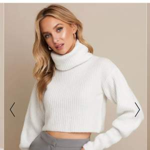 Såååå fin tröja från Linn ahlborgs kollektion med nakd!💞 säljer pga att jag aldrig använder och därför tar den bara plats i garderoben. Lite kortare i modellen. Modellen på första bilden när xs! Och denna som jag säljer är även i xs. Superfint skick! Använd fåtal gånger. DENNA ÄR SLUTSÅLD PÅ HEMSIDAN