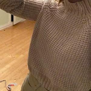 Säljer denna jätte sköna virkade/stickade tröja från HM