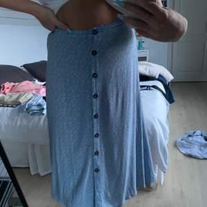 Supergullig kjol men tyvärr för liten! Köpt för ungefär 200kr