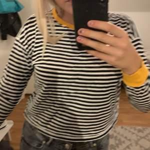 Randig tröja från hm med lite gult
