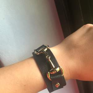 Armband från Gina tricot. Aldrig använt, köpt sommaren 2019.