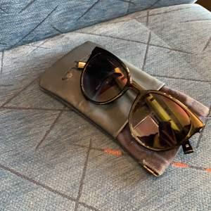 Solglasögon från Le Specs, köpte förra året på raglady. Ny pris: 600. Tyvärr en repa på glaset som ni ser på bild 3.