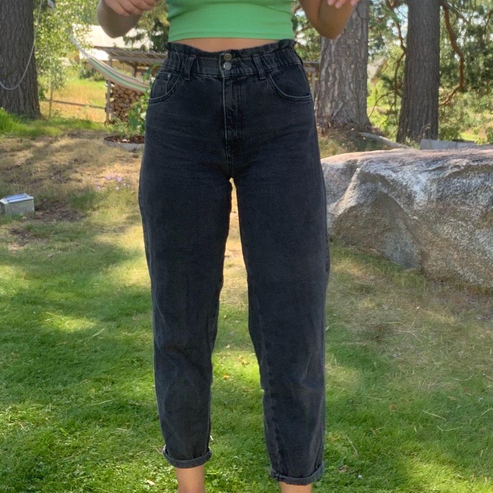 Jeans från Pull and Bear i st 36 . Jeans & Byxor.